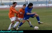 Villa trata de irse de dos defensas