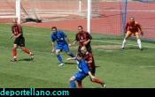 Andr�s Ramos ante la defensa Melillense