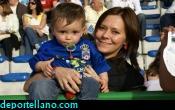 z- Richard cont� en la grada con el apoyo de su hijo y su mujer