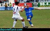 Oscar Ventaja intenta el disparo en la primera mitad