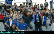 Aficionados azules en las gradas de la Victoria